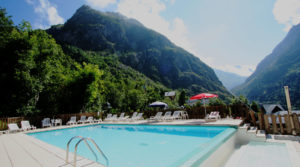 Chalet le GrillLa piscine chauffée et partagée